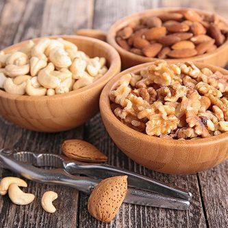 natürliches Hausmittel - Nüsse